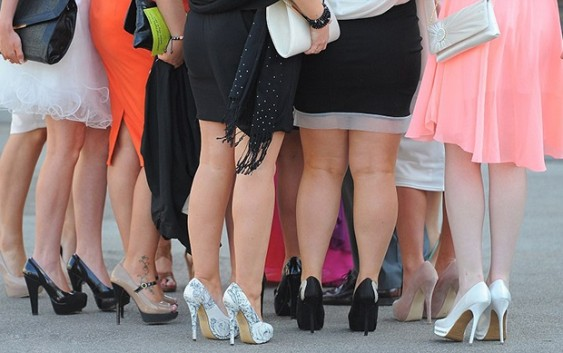 10 Smart Tricks To Style Dresses For Fat Legs